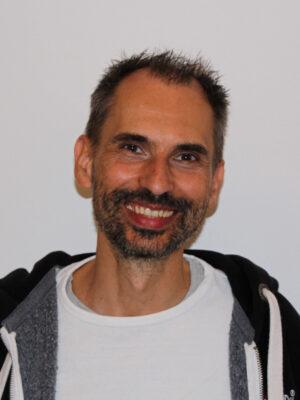 Heilpraktiker Rainer Kern laechelnd